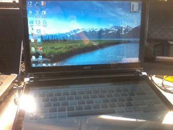 Acer изобрел сенсорный ноутбук с двумя экранами